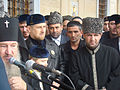 Russisch-orthodoxer Würdenträger, Ramsan Kadyrow und Mufti Sultan Mirzaev bei der Eröffnung der Achmat-Kadyrow-Moschee in Grosny.jpg