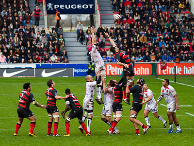 Stade Toulousain and Lyon OU compete for a ball in a line out