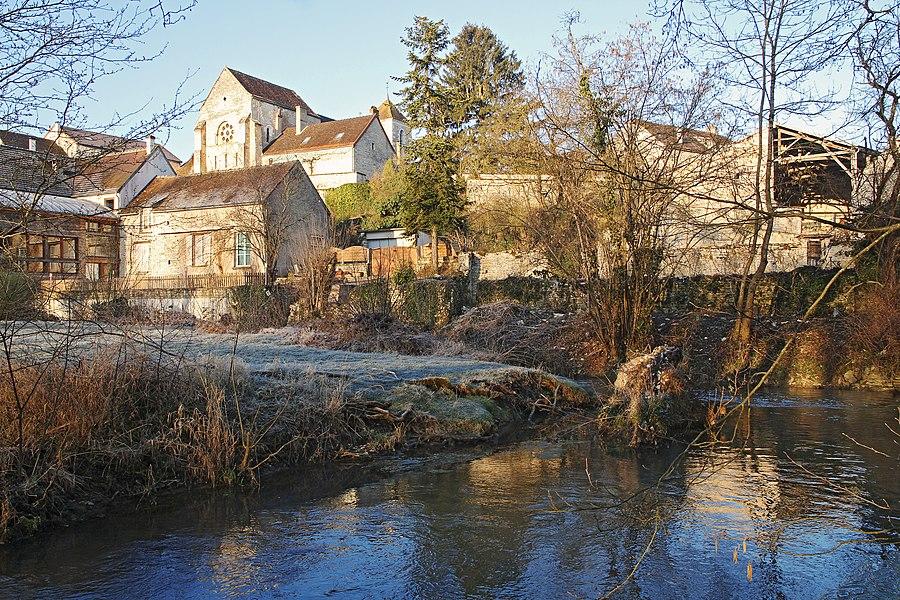 Village de Sainte-Vertu au bord du Serein