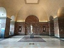 Salle de la Vénus de Milo - Musée du Louvre.jpg