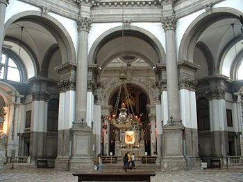 English: Interior of the Basilica di Santa Mar...