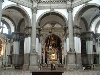 English: Interior of the Basilica di Santa Mar...