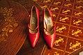 Sapato-vermelho-gianni-versace-2 (24643592710).jpg
