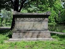 Sarkofag ku czci St. Kostki Potockiego.JPG