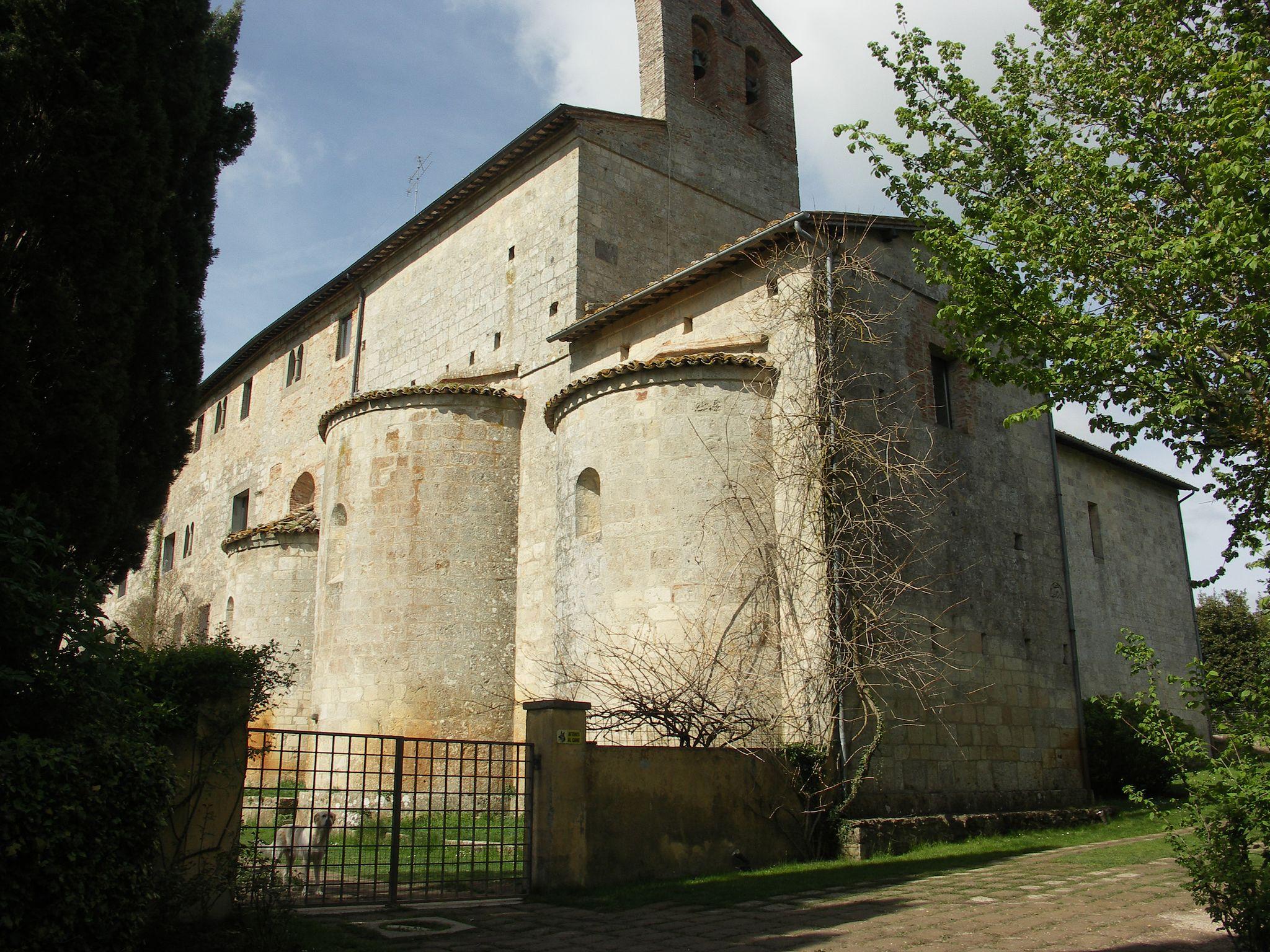 Sarteano (Siena). Abbazia di Spineta, absidi romaniche