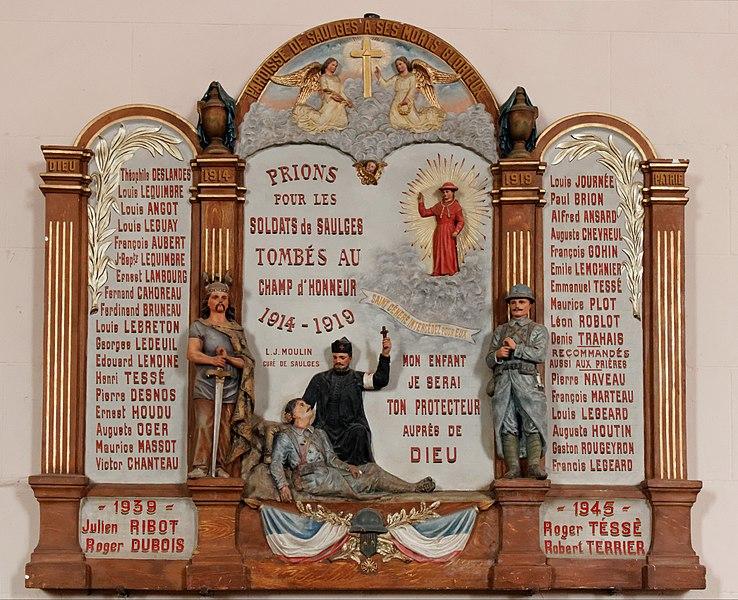 Plaque commémorative des soldats de Saulges morts au court des guerres mondiales située dans l'église Notre-Dame de Saulges.