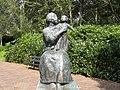 Sculpture Amsterdam Moeder en Kind.jpg