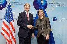 Mogherini con il Segretario di Stato statunitense John Kerry.