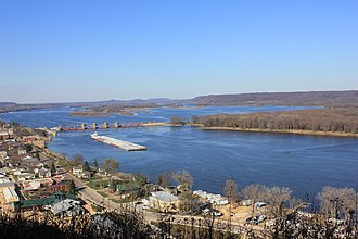 Bellevue State Park (Iowa) - View of Bellevue, Iowa and the Mississippi River from Bellevue State Park
