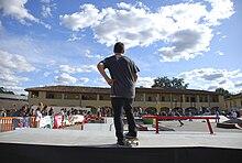 Uno Skateboarder durante un contest.