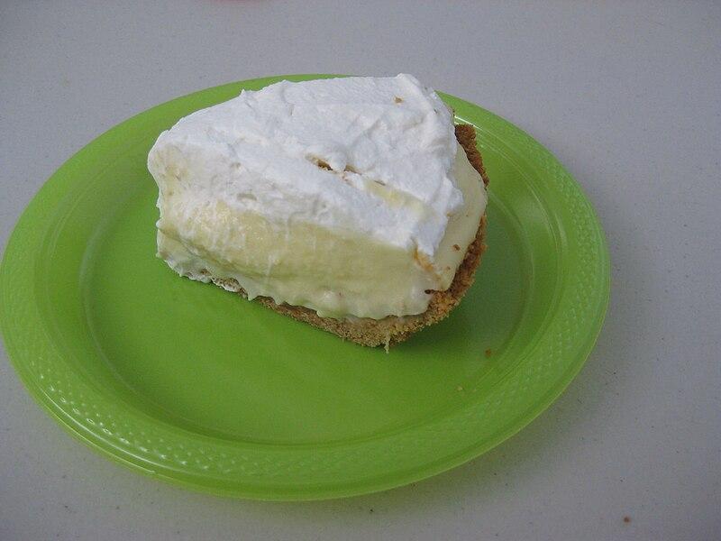 File:Slice of banana cream pie on green plate.jpg ...