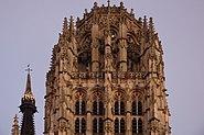 Sommet de la tour de Beurre de la cathédrale de Rouen.jpg