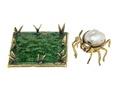 Spindel med gräsmatta av guld med pärla och emalj, 1700-tal - Hallwylska museet - 110310.tif
