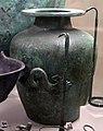 Stamnos in bronzo, dalla tomba del guerriero nella necr. dell'osteria, 530-510 ac ca.jpg