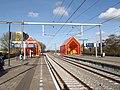 Station Moerwijk met oranje trappenhuizen.jpg