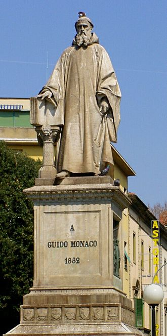 Music of Tuscany - Statue of Guido in Arezzo