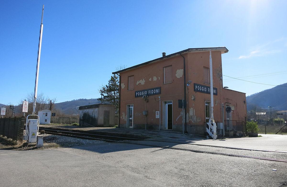 Stazione di poggio fidoni wikipedia for 1 1 2 piani di cottage storia