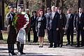 Svinīgā vainagu nolikšanas ceremonija Rīgas Brāļu kapos (5699071226).jpg