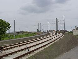 Sweeping up to the railway bridge (geograph 3505989).jpg