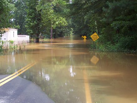 Flooding caused by Dennis on Sweetwater Creek in Lithia Springs, Georgia SweetwaterCreekFlood2005.jpg