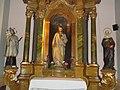 Szent Mihály templom, Jézus Szíve oltár, Szent János és Szent Anna szobrok, 2016 Budapest.jpg