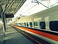 THSR southbound train at Hsinchu Station Platform 1 20120815.jpg