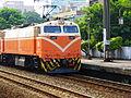 TRA E407 Running into Taoyuan Station 20101002.JPG