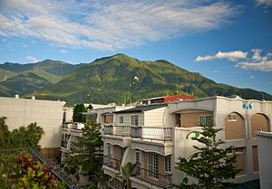 Central Mountain Range - Image: Taiwan 2009 Hua Lien City Residential Community FRD 6061
