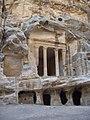 Tempel im Siq-el-barid.JPG