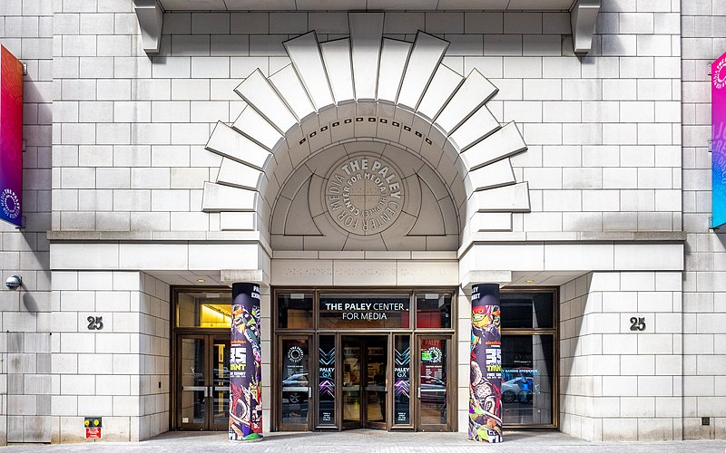 https://upload.wikimedia.org/wikipedia/commons/thumb/2/2b/The_Paley_Center_for_Media_%2848155560156%29.jpg/800px-The_Paley_Center_for_Media_%2848155560156%29.jpg