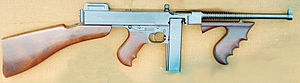 Thompson 1921 submachine gun.jpg