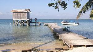 Tobacco Caye - Dock in Tobacco Caye