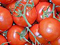 Tomaten im Supermarktregal.jpg