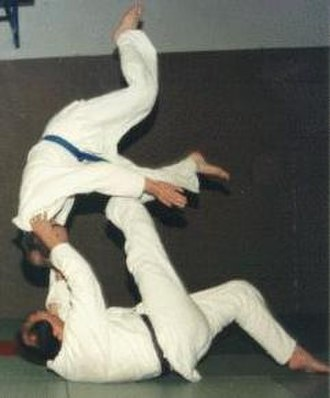 Throw (grappling) - Image: Tomoe nage cropped
