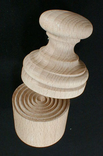 Corzetti - Image: Top view of Wooden Corzetti Stamp