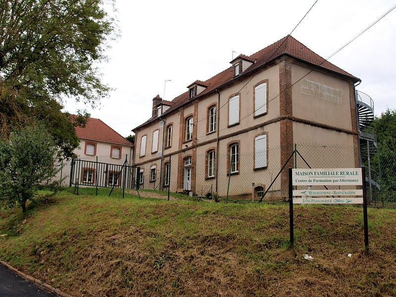 Toucy (Yonne, France); hameau de Champeau: la maison familiale rurale (centre de formation par alternence).