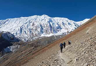 Tourists ascending to Lake Tilicho.jpg