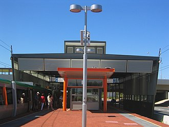 Bull Creek railway station - Southbound view in December 2007