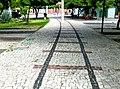 Trilha do que foi a via férrea (trilhos e dormentes), pintada na pedra portuguesa. - panoramio.jpg