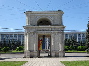 Monument to the Victims of the Soviet Occupation - Image: Triumphbogen in Chișinău