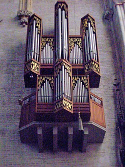 Ulmer Münster Schwalbennestorgel.jpg