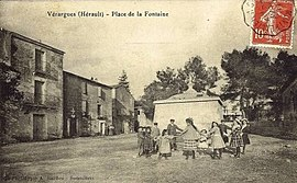 An old postcard view of Vérargues
