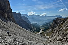 Val Mont dal Ega y Ncisles.jpg
