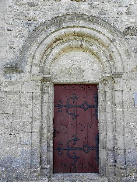 Église Saint-Rémi de Verneuil (51). Porte romane.