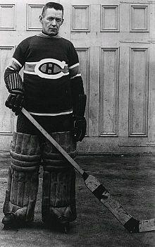 Photo de Georges Vézina dans la tenue des Canadiens de Montréal.