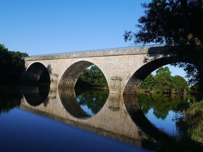 Le Loir à Villevêque (pont de la D 113).