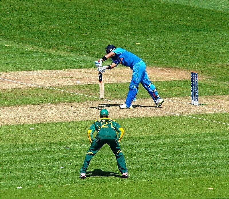 Virat Kohli batting 2013.jpg