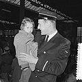 Vluchtelingenkinderen uit Hongarije arriveren per trein te Leiden en verblijven , Bestanddeelnr 934-6109.jpg