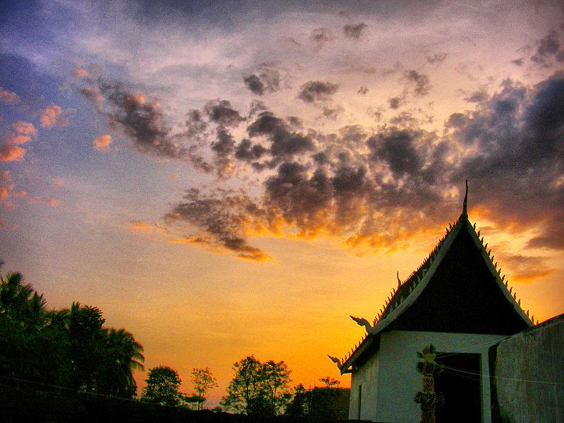 File:Wat Phra Fang in Vesak Day.jpg