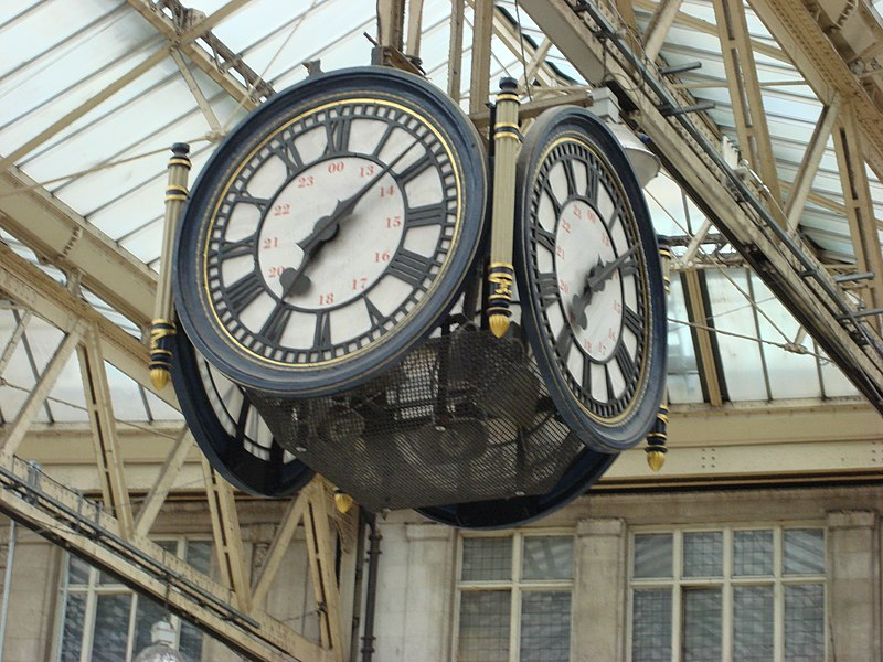 File Waterloo Station Clock Jpg Wikimedia Commons